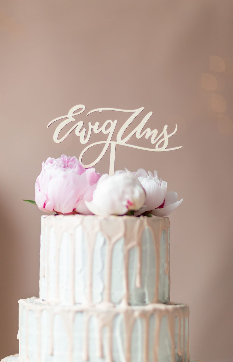 5 Ideen, wie ihr einen Cake Topper auf der Hochzeitstorte einsetzen könnt