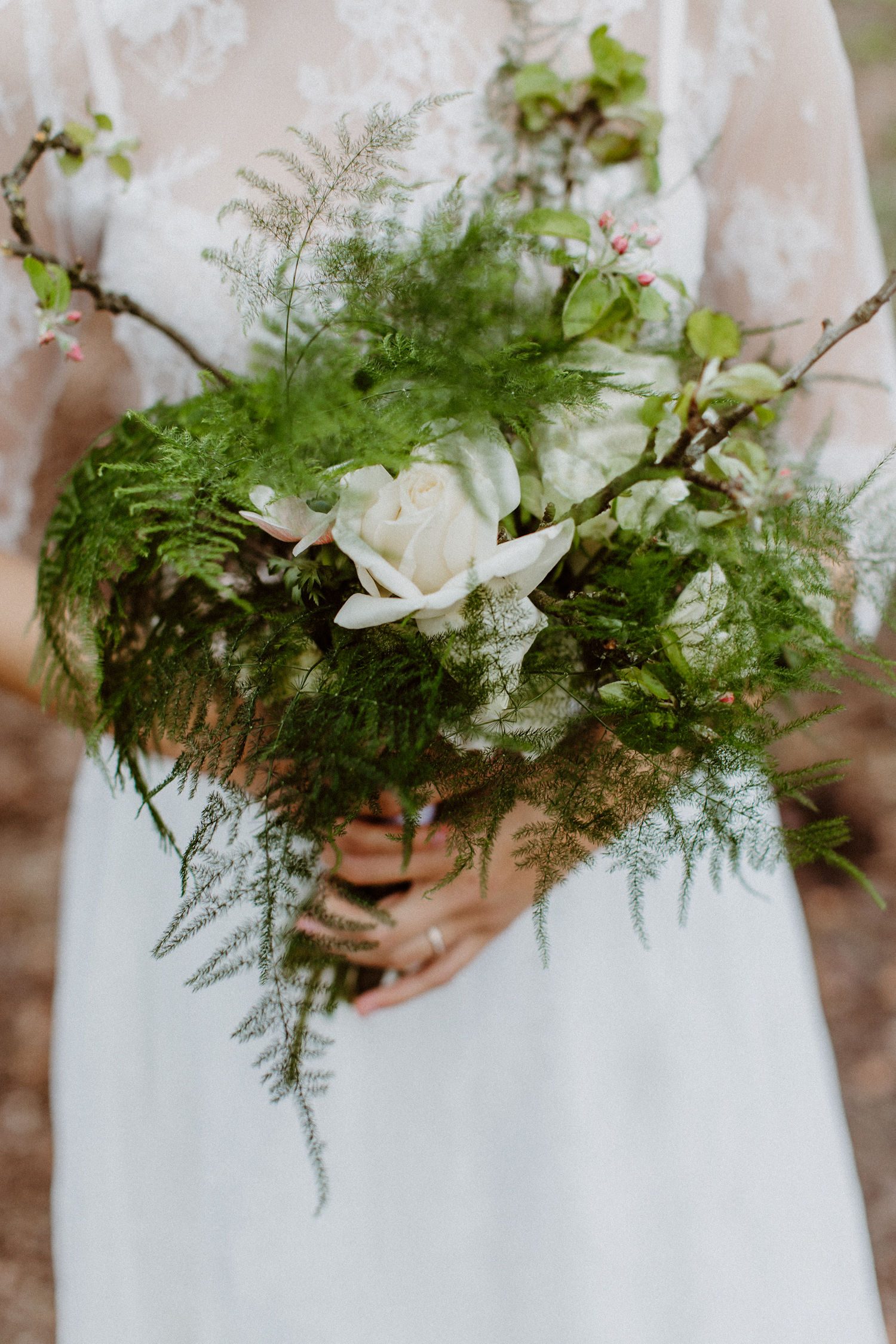 Brautstrauß Grün Greenery mit Farn und Ranunkeln