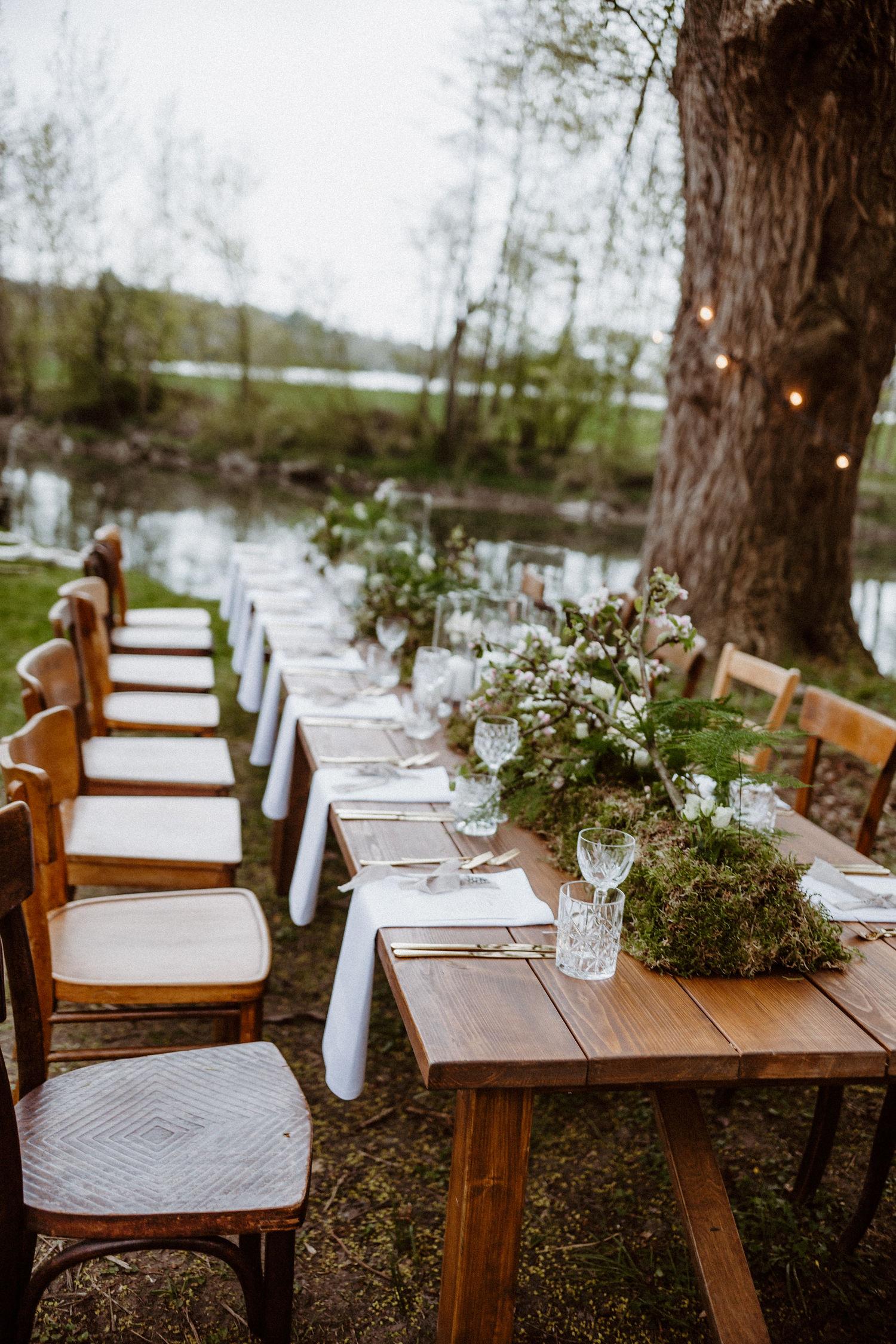 Tischdekoration Greenery Hochzeit, Tischdeko Gartenhochzeit mit Moos