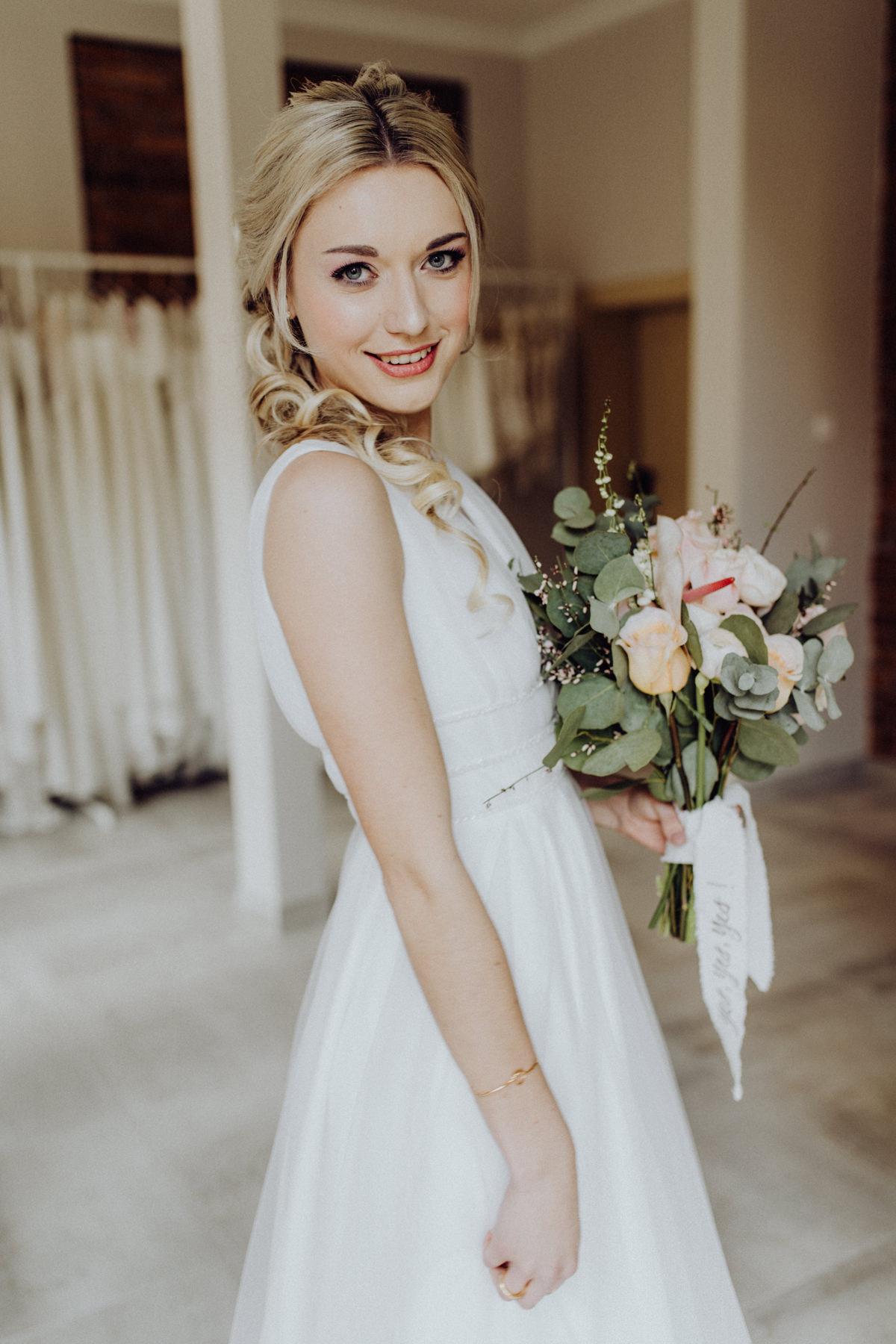 Braut Frisur halb offen halb hochgesteckt