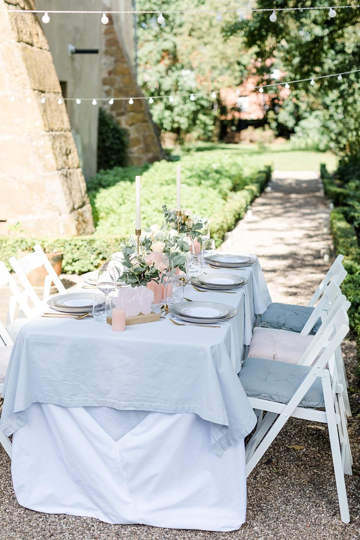 Tischdekoration für Outdoor Hochzeit in pastell