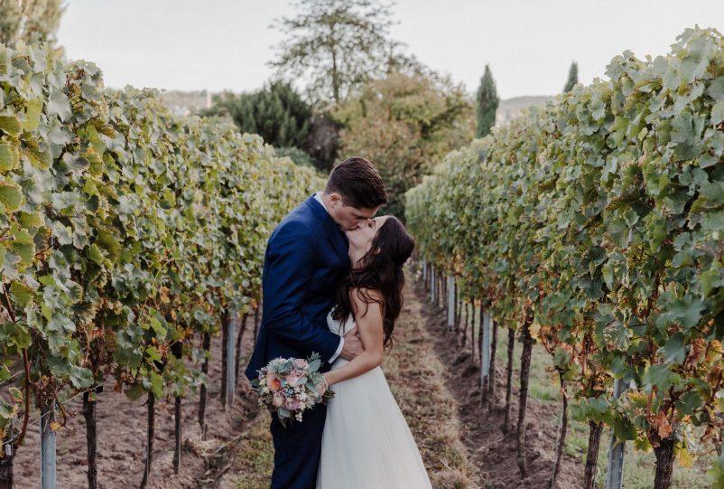 Hochzeitskonzept: Heiraten auf dem Weingut im Spätsommer