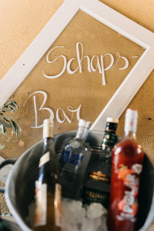 Bar Schild auf Fensterscheibe selber machen für Hochzeit