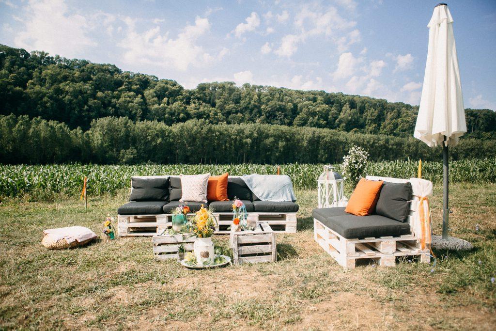 Lounge Sommerhochzeit, Outdoor Lounge für Hochzeit mit Sitzmöbeln
