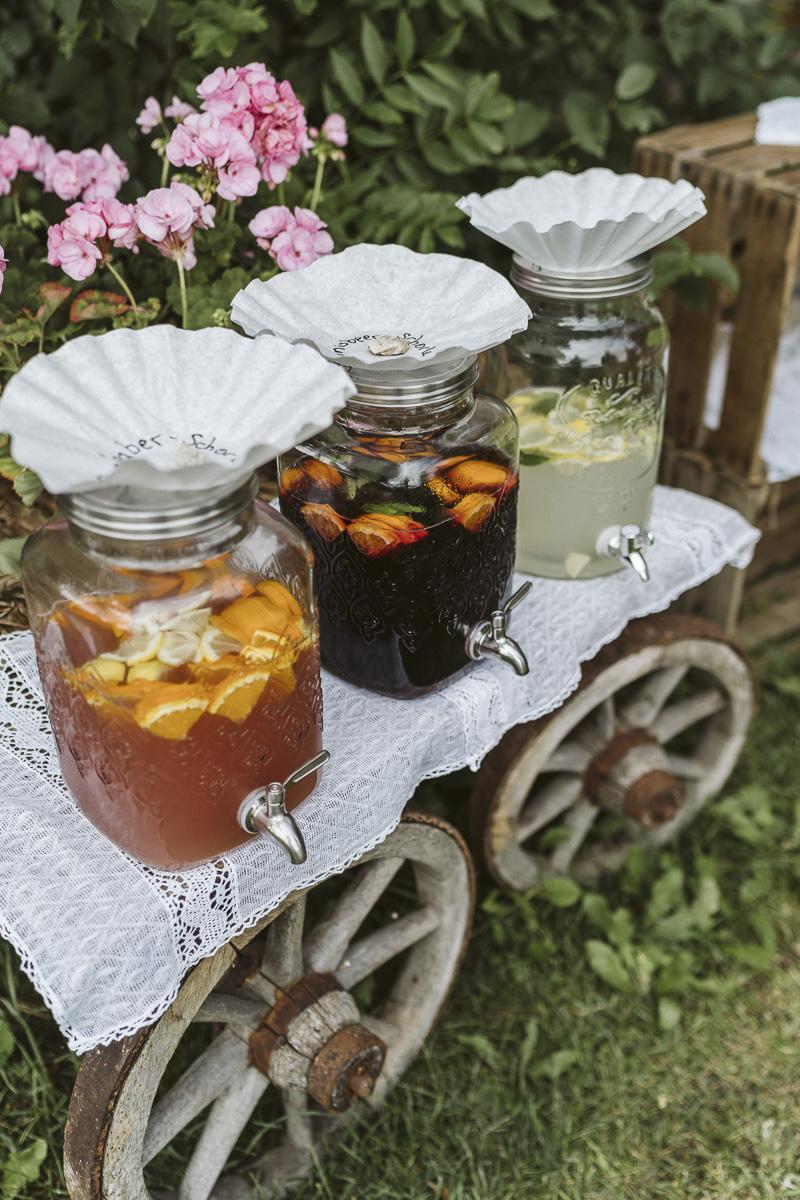 Getränkebar für Hochzeit selber machen, Getränkebar Hochzeit rustikal