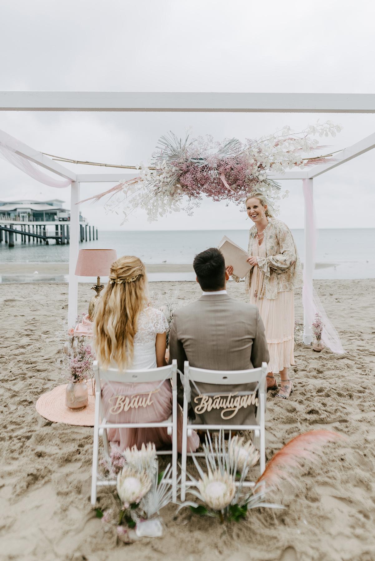 Heiraten an der Ostsee, Stuhlschild Braut Bräutigam Hochzeit, Trauung Dekoration Stuhldeko