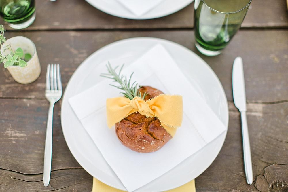 nachhaltige Hochzeit Gastgeschenk, selbstgebackenes Brot als Gastgeschenk für Hochzeit