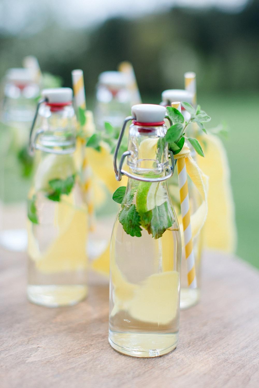 Holunderblütensirup selbermachen, nachhaltige Gastgeschenke Hochzeit, nachhaltiges Gastgeschenk Olivensalz, Green Wedding, umweltfreundliche Hochzeitsdeko