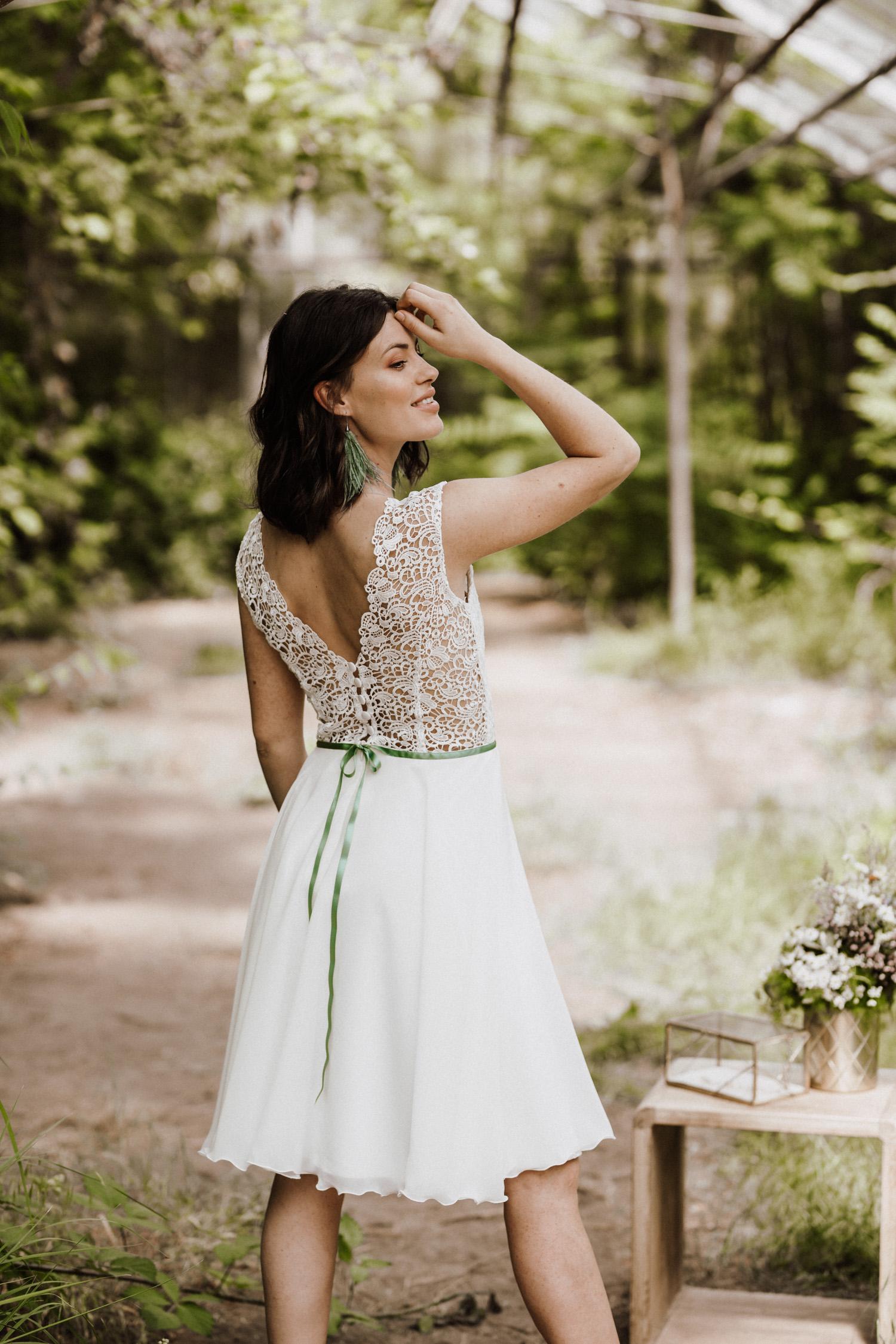 Kurze Brautkleider für das Standesamt oder die Sommerhochzeit von