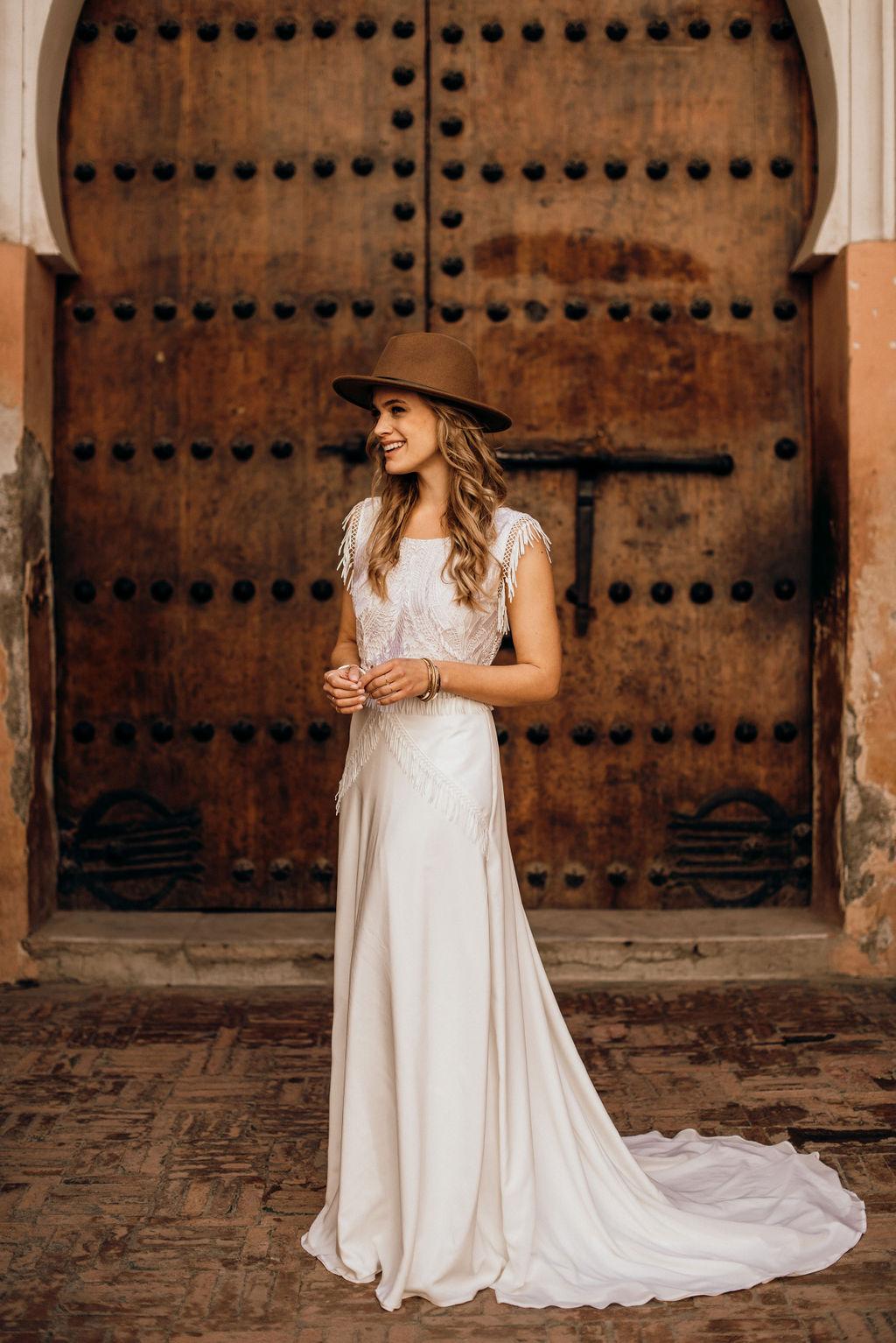 Brautkleid Boho mit Hut, Brautkleid Köln, Brautkleid lang Spitze und Schleppe