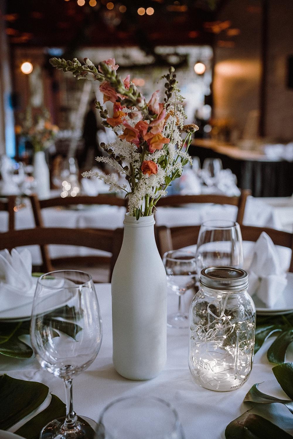 Flaschen als Vasen besprühen, DIY Upcycling Vasen aus Flaschen, Upcycling Vasen selber machen, Falschen selber besprühen