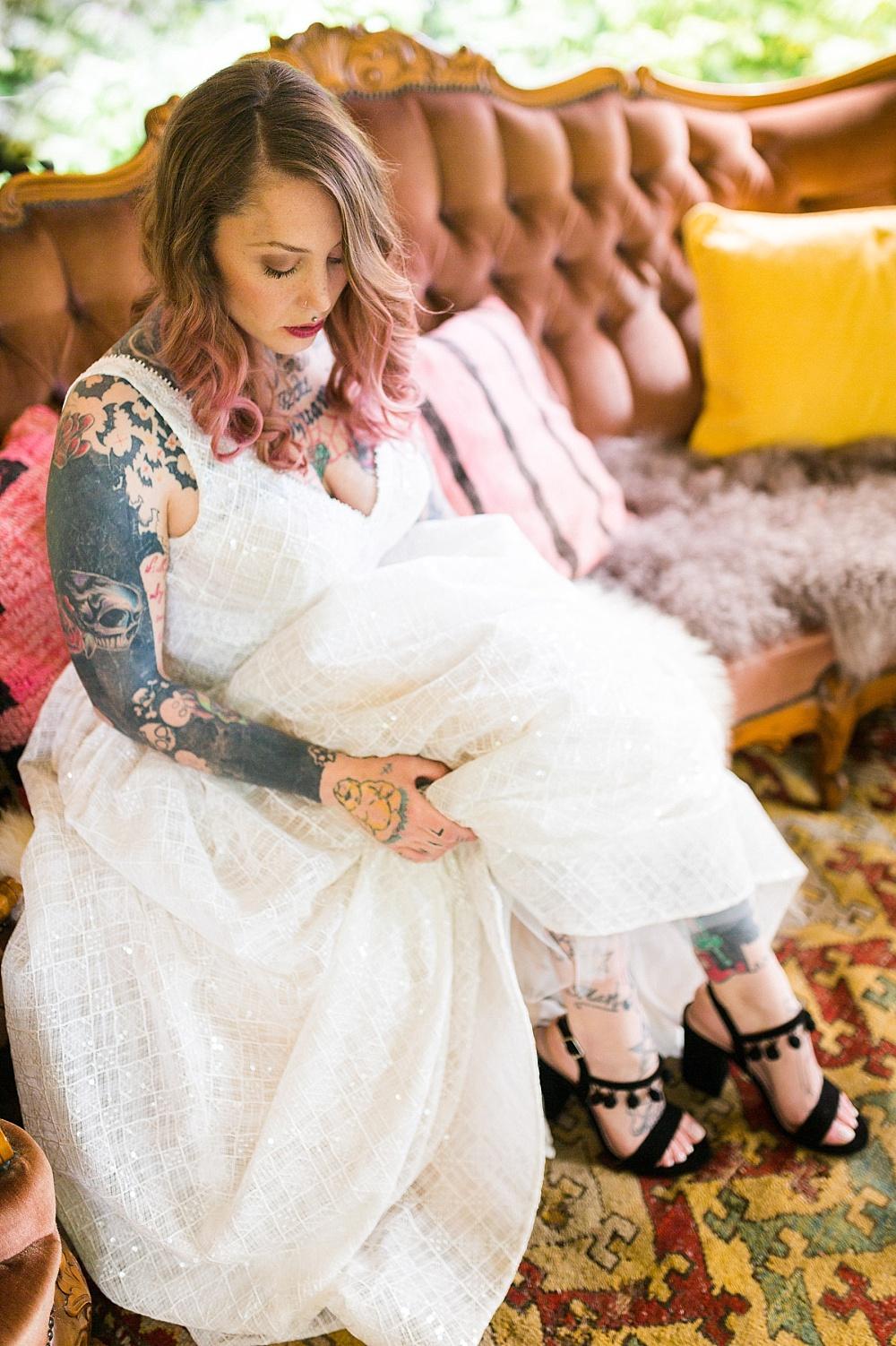 Braut mit Tattoo, Festival Hochzeit BRautkleid, Festival Hochzeit mit Tattoos, Brautkleid Tattoos