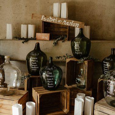 Sitzplan zur Hochzeit erstellen: 7 Ideen für einen DIY Tischplan zum selber machen