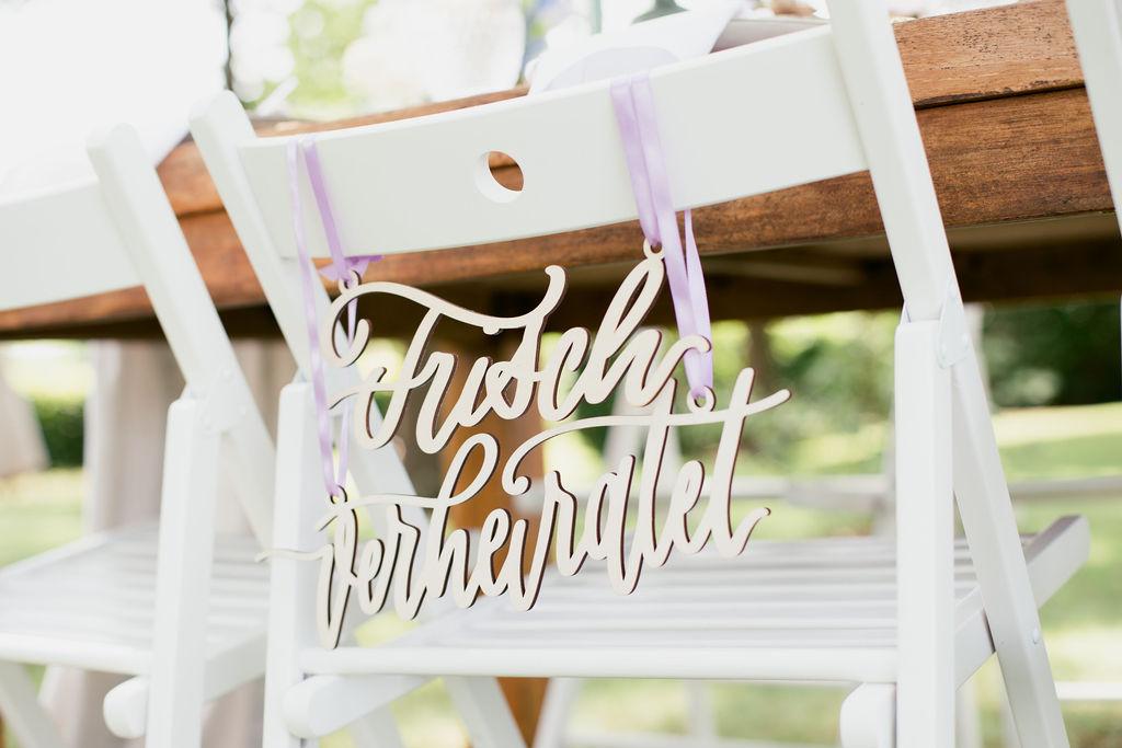 Just Married Stuhlschild deutsch, Frisch verheiratet Schild Hochzeit, Hochzeit Stuhlschild
