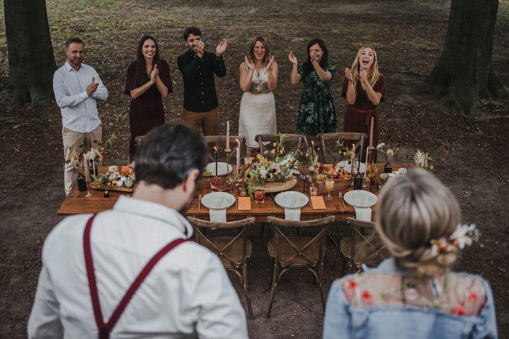 Ideen Hochzeit trotz Corona, Ideen Outdoor Hochzeit, Hochzeit draußen feiern, Hochzeit im Freien, Family Style Dinner Hochzeit