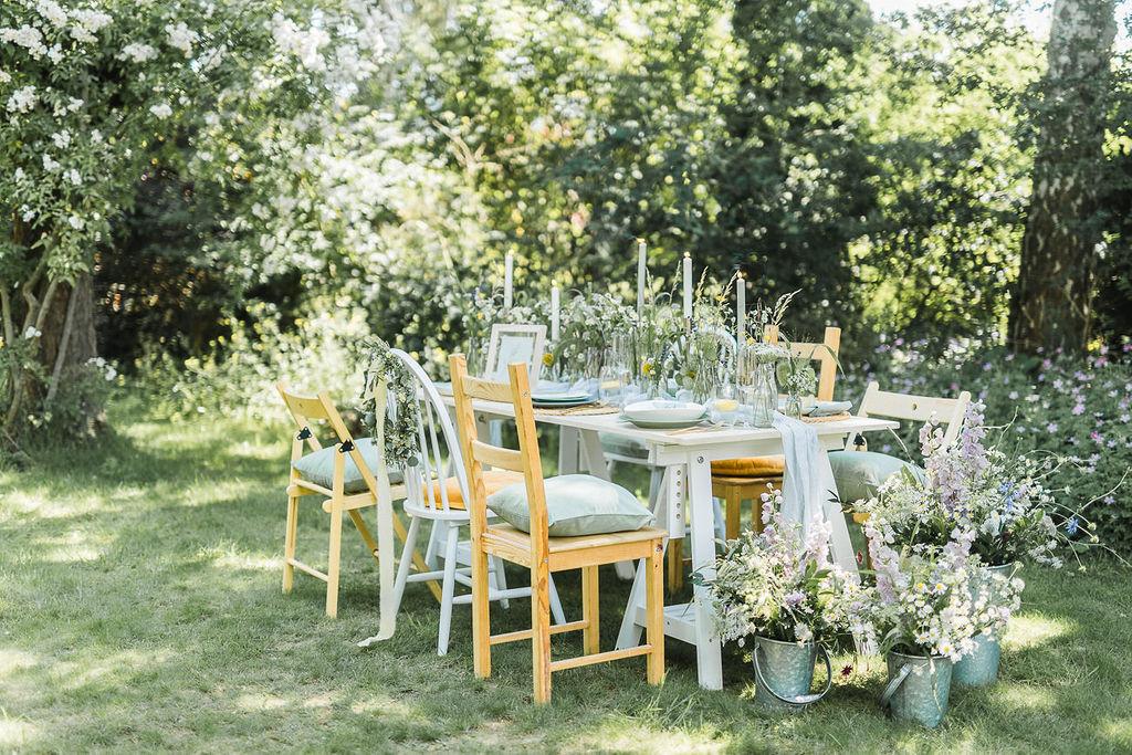 Hochzeit im eigenen Garten, Hochzeit trotz Corona, Sommerhochzeit, Wiesenhochzeit, Hochzeit mit Wiesenblumen