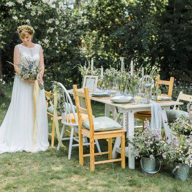 Hochzeit zu Hause: Eine Fine Art Wedding auf der Sommerwiese