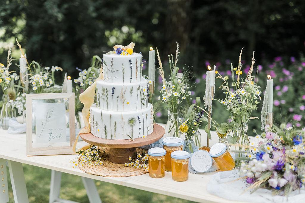 Hochzeitstorte Wiesenblumen Gartenhochzeit, Sommerhochzeit Torte,