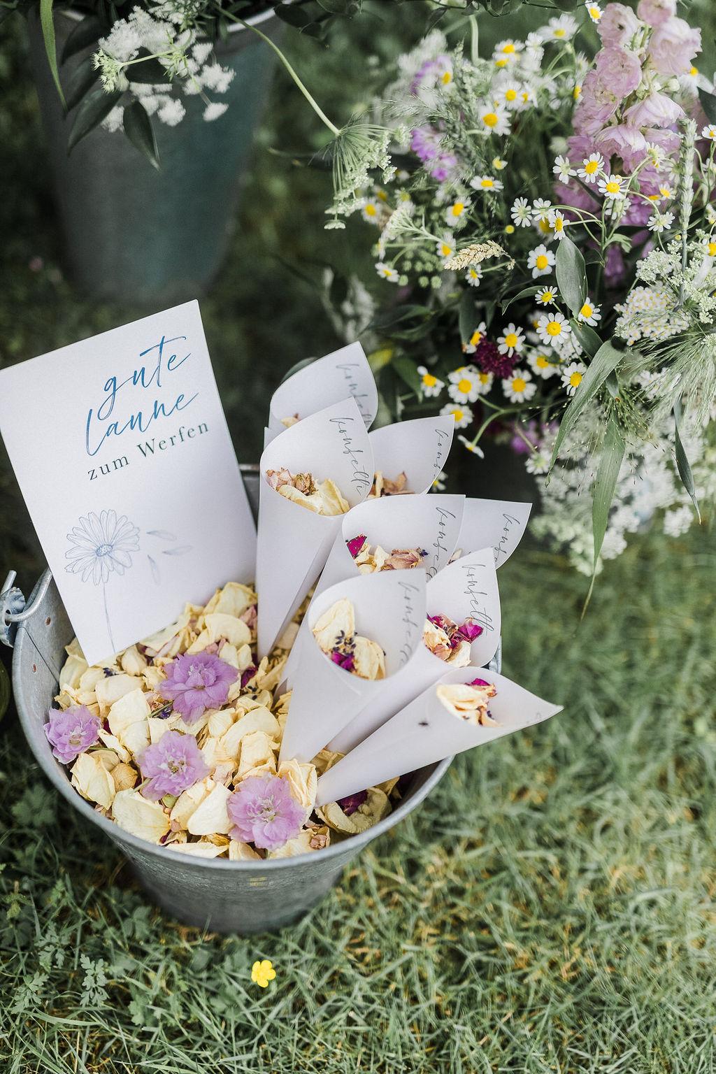 Blütenkonfetti Hochzeit