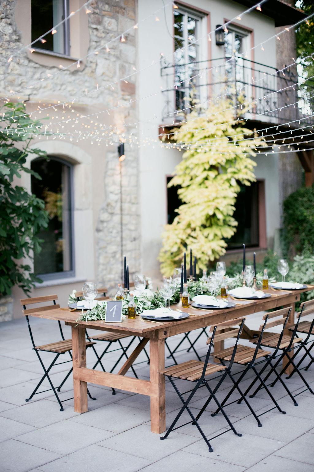 Tischdekoration Weingut, Tischdekoration Hochzeit mediterran, Tischdekoration Olivenzweige Hochzeit, mediterrane Hochzeit Tischdeko