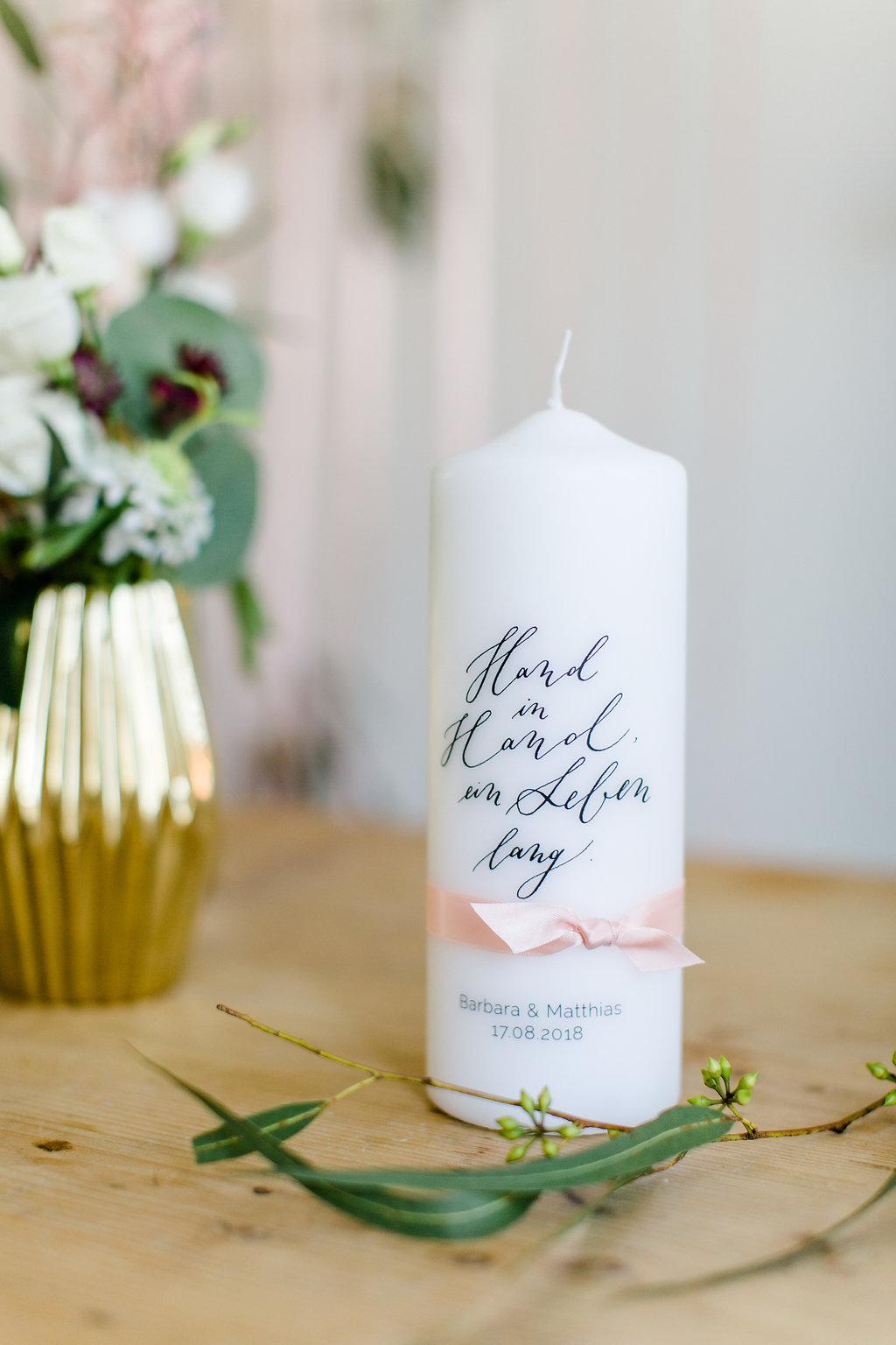 Hochzeitskerze schlicht elegant, Hochzeitskerze nicht kitschig, Traukerze personalisiert, Traukerze modern, Hochzeitskerze modern, personalisierte Hochzeitskerze