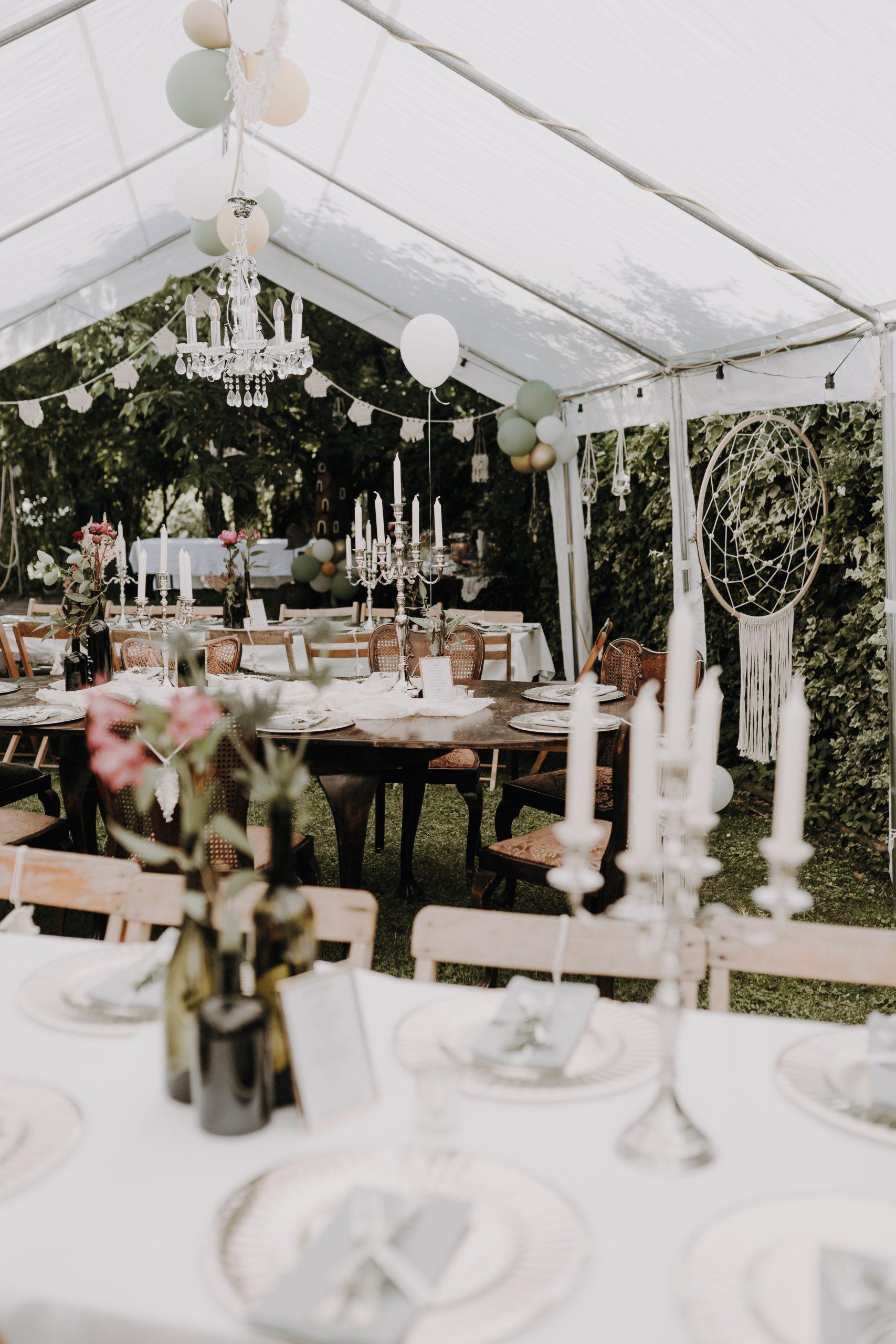 Hochzeit feiern im Zelt, Hochzeit Corona im Garten, Gartenhochzeit, Hochzeit im eigenen Garten mit Zelt